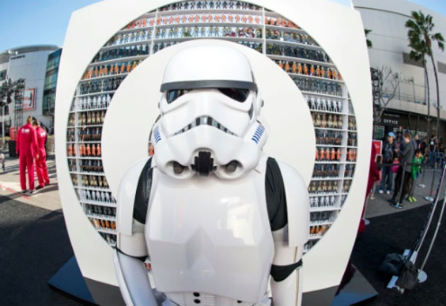 O personagem Stormtrooper é visto durante a The Star Wars Galactic Experience, em Los Angeles. Foto: AFP/ Valerie Macon