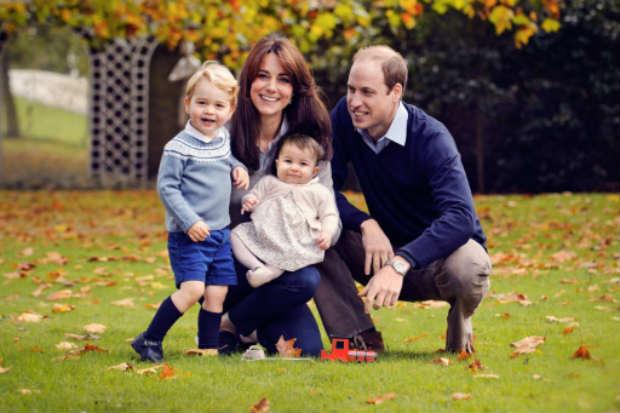 A Casa Real publicou uma nova foto da família, na qual aparecem William, Kate, George e sua irmã mais nova, a princesa Charlotte, que nasceu em maio. Foto: CHRIS JELF/AFP Chris Jelf