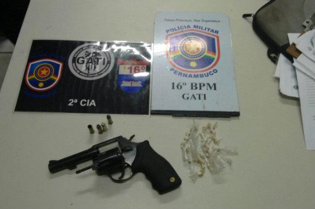 Material apreendido foi levado para delegacia. Foto: PMPE/Divulgação