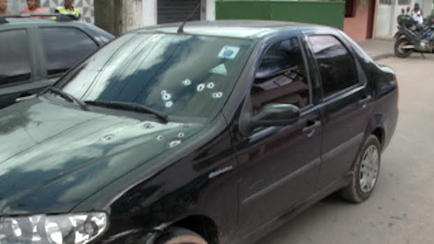 Disparos foram concentrados no lado esquerdo do veículo. Fotos: TV Clube/Reprodução (Disparos foram concentrados no lado esquerdo do veículo. Fotos: TV Clube/Reprodução)