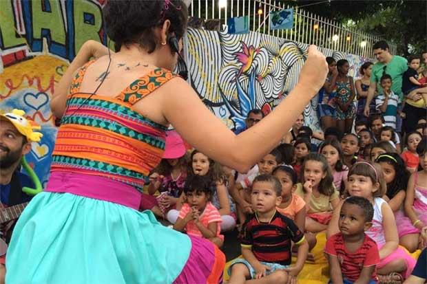 Feira literária reúne crianças em oficinas e contação de histórias. Foto: Daniel Uchôa/Cortesia.