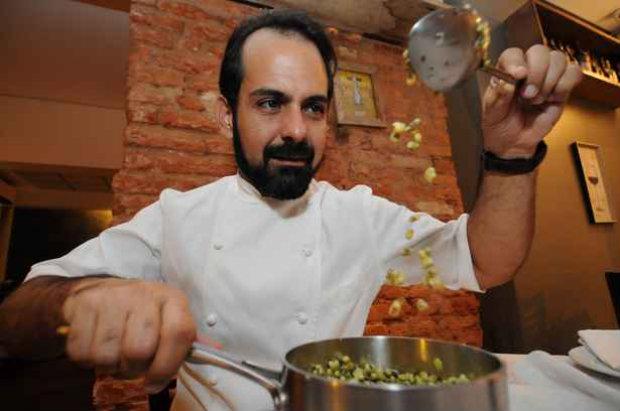 O chef paraibano Onildo Rocha usa feijão-verde em menu especial que preparou em restaurante belo-horizontino em outubro passado (Marcos Vieira/EM/D.A Press)