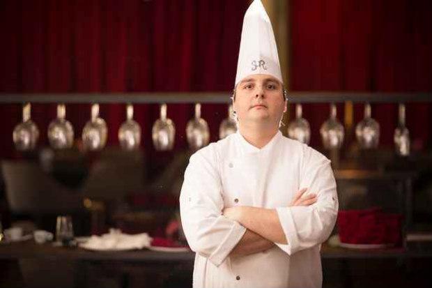 O chef Serginho Jucá, do restaurante Sur, em Maceió, aposta em ingredientes do cotidiano e diz que ''é preciso entender do que o cliente gosta'' (Felipe Brasil/Divulgação)