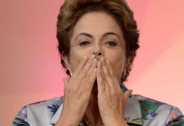 Dilma veta reajuste do Bolsa Família ao sancionar Lei do Orçamento