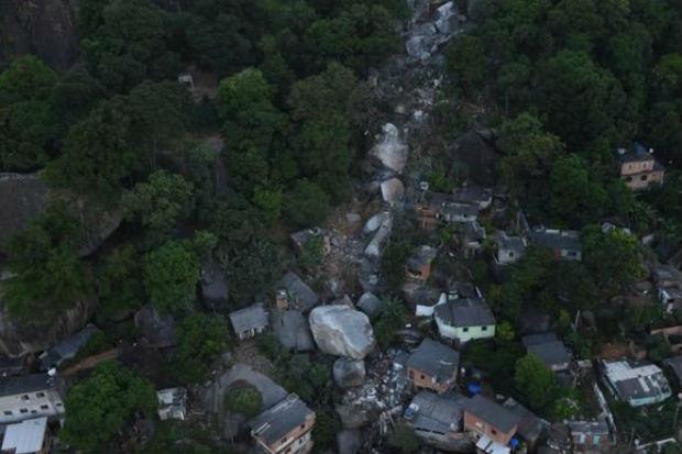 Deslizamento de pedra em Vila Velha (ES) desabriga mais de mil pessoas. Foto: Fred Loureiro/Secom-ES