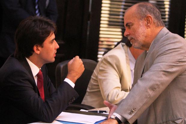 Silvio Costa Filho diz que governo federal investiu  mais de R$ 10 bi no estado em dez anos; Waldemar Borges aponta o não repasse de convênios e a proibição das operações de crédito  (Nando Chiappetta/DP/ D. A Press)