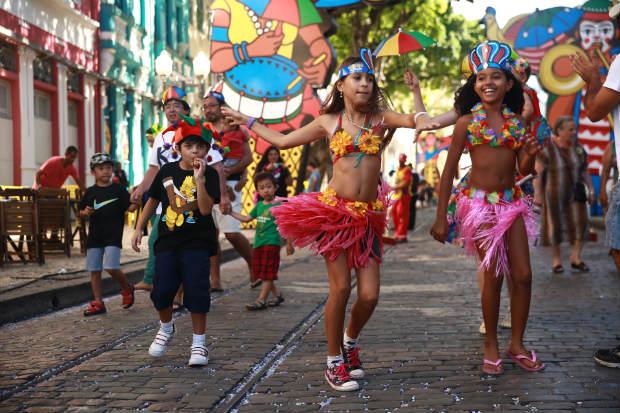 Entre folias de rua e em clubes não faltam opções para alegar o carnaval da criançada. Foto: Bernardo Dantas/DP/D.A Press