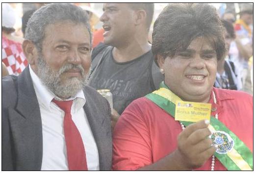 Foliões se fantasiam de Lula e Dilma. Foto: Helder Tavares/DP/D.A Press