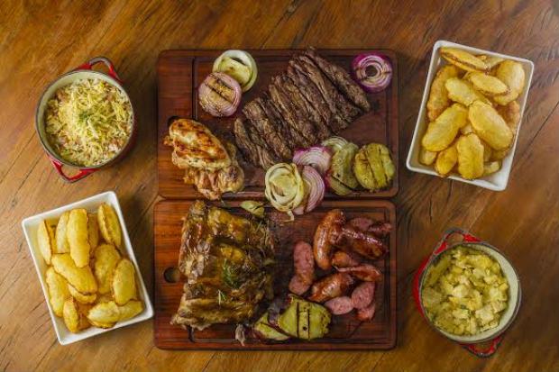 Casa aposta em pratos para compartilhar. Fotos: Greg Rosa/ Divulgação