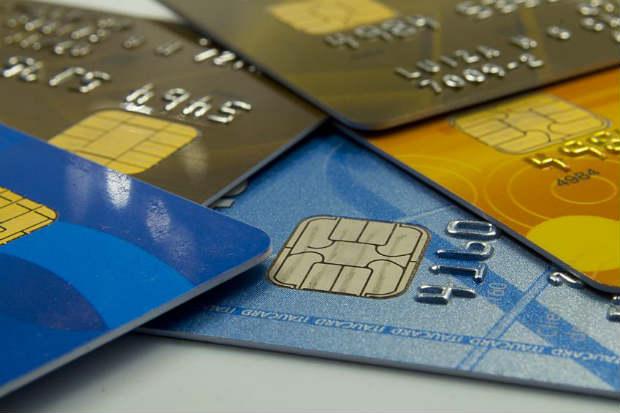 Juros do cartão de crédito são uma armadilha, segundo especialistas, para quem usa a forma de pagamento durante o carnaval. Foto: Marcos Santos/USP Imagens