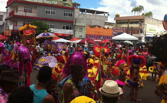Maracatu Coração Nazareno é composto exclusivamente por mulheres, de crianças com cinco anos de idade a idosas de 75 anos. Foto: Emanuel Leite Júnior/DP