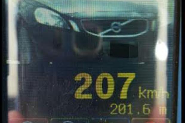 Radar da PRF capta velocidades a mais de um quilômetro de distância (Polícia Rodoviária Federal/divulgação )