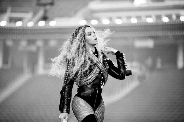 Beyoncé e Bruno Mars fizeram participação especial no show do Coldplay no Super Bowl. Foto: Facebook/Reprodução
