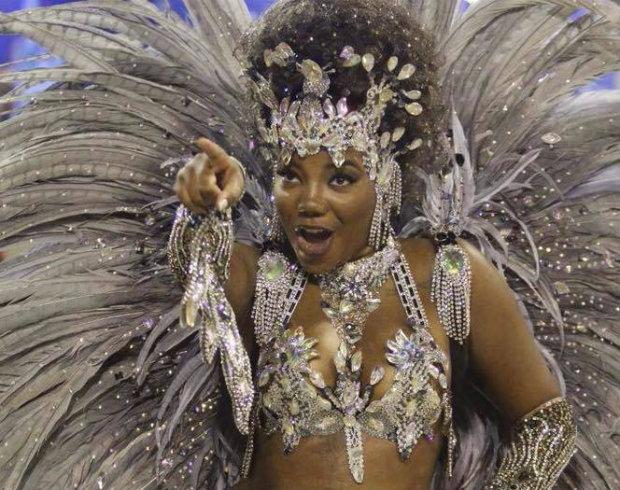 Cantora Ludmila desfilou pelo Salgueiro no domingo de Carnaval. Crédito: Reprodução/Facebook
