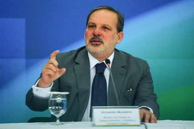 O ministro da Indústria, Armando Monteiro, em abril de 2015. Foto: José Cruz/Agência Brasil
