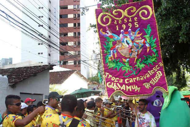 Dez dias após fim do carnaval, Guaiamum Treloso reuniu foliões em Casa Forte. Foto: Julio Jacobina/DP
