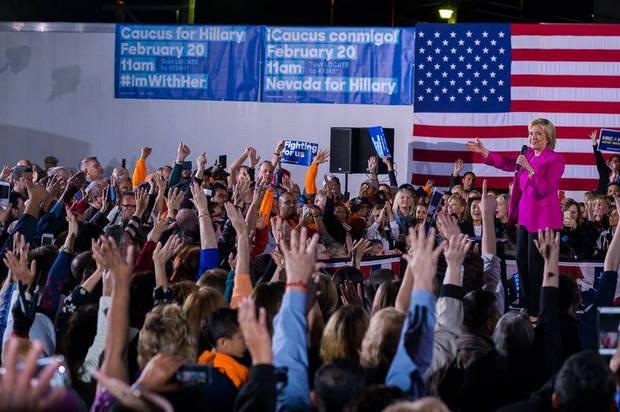 Hillary Clinton discursa em Nevada na véspera da eleição. Foto: Facebook/Reprodução