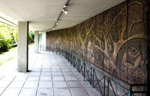 Painéis talhados em madeira revelam preciosismo das obras. Foto: Breno Laprovitera/Divulgação