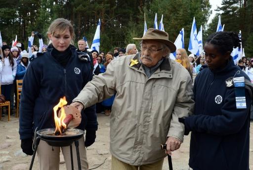 (Arquivo) Samuel Willenberg, em Treblinka, no dia 2 de outubro de 2013. © AFP/Arquivos JANEK SKARZYNSKI
