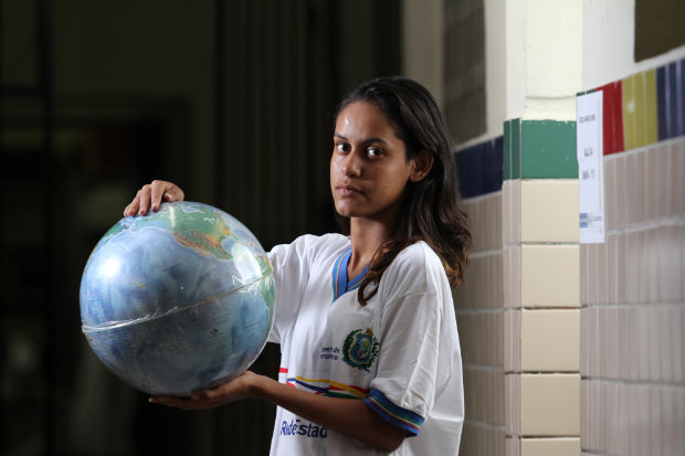 Maria Rita Araújo fala inglês fluentemente e espera conseguir uma vaga no Programa Ganhe o Mundo. Foto: Peu Ricardo/DP