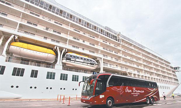Os passageiros fizeram vários passeios pelo Recife. Foto: Nando Chiappetta/ DP