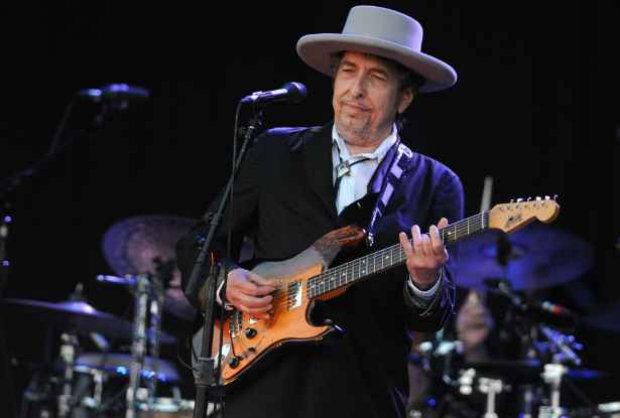 O cantor e compositor Bob Dylan durante apresentação na França. Foto: AFP Photo