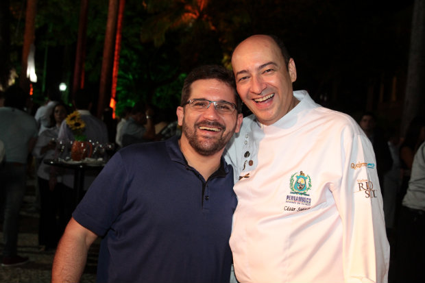 Menu dos dois restaurantes é montado em parceria dos chefs  Biba Fernandes (esq.) e César Santos (dir.). Foto: Nando Chiappetta/DP/D.A Press