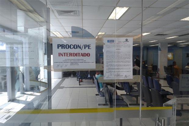 O estabelecimento já é o quinto banco interditado nesta semana. Foto: Procon-PE/Divulgação