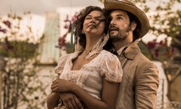 Marina Nery e Rodrigo Santoro vivem Leonor e Afrânio. Foto: TV Globo/Divulgação (Foto: TV Globo/Divulgação)