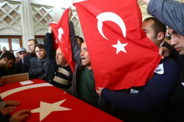 A polícia turca deteve nesta segunda-feira em Sanliurfa (sudeste) quatro suspeitos de estarem vinculados ao atentado com carro-bomba que, neste domingo, matou 36 pessoas em Ancara. Foto: Adem Altan/Arquivo/AFP