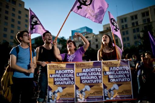 Ativistas pedem em Santiago a legalização do aborto. Foto: AFP/Arquivos Martín Bernetti