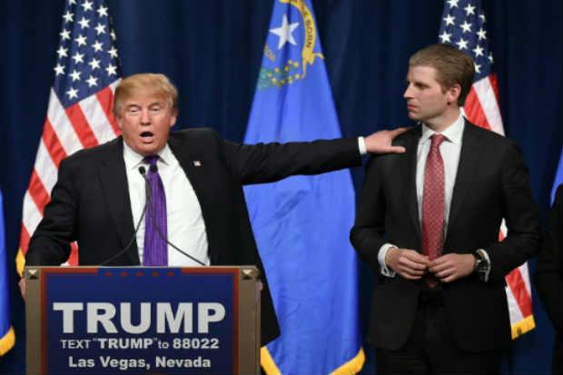 Trump e o filho Eric, em Las Vegas. Foto: Ethan Miller/AFP