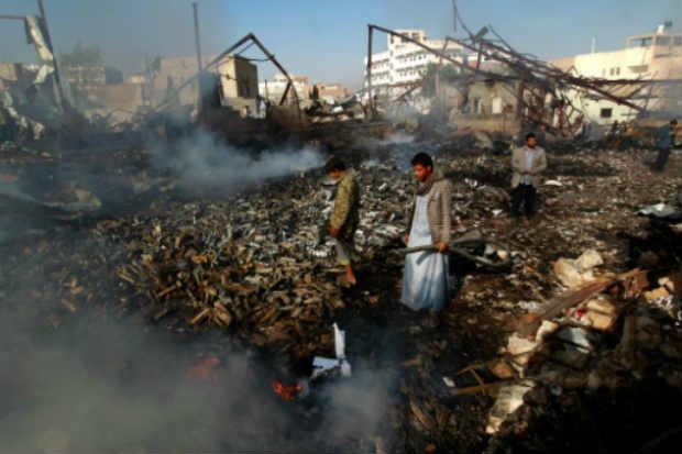 Destruição após ataque da coalizão liderada pela Arábia Saudita, em Sanaa, no dia 14 de fevereiro de 2016. Foto: Mohammed Huwais/Arquivo/AFP