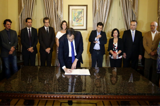 Um protocolo de intenções foi assinado hoje pela Microsoft e Governo de Pernambuco. Foto: Divulgação.
