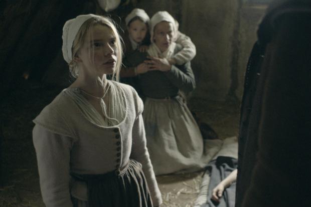 Na trama, a família da jovem Thomasin (Anya Tylor-Joy) se muda para uma nova casa na Nova Inglaterra dos anos 1630. Fotos: Universal/ Divulgação