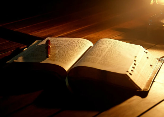 Erní Seibert defende que a Bíblia é livro intrigante. Foto: YouTube