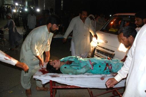 Pelo menos 56 pessoas morreram e dezenas ficaram feridas em uma explosão neste domingo à noite perto de um parque em Lahore, grande cidade do leste do Paquistão, onde cristãos celebravam a Páscoa, segundo uma autoridade local. © AFP ARIF ALI