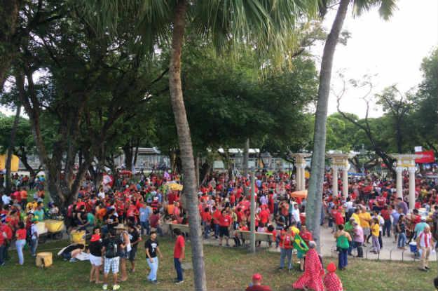 Os manifestantes pretendem fazer um ato mais leve e por isso ainda não é confirmado se o grupo sairá em passeata. Foto: Sávio Gabriel/DP.