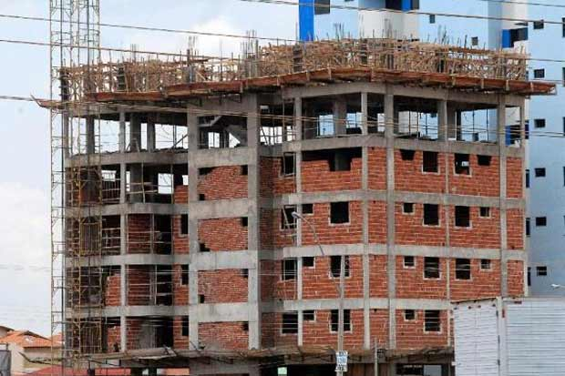 Somente em fevereiro, a construção civil fechou 23,9 mil postos de trabalho no Brasil. Foto:Antônio Cruz/Agência Brasil