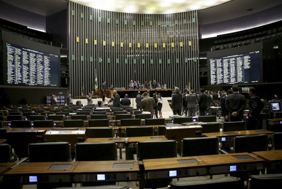 Os poucos deputados presentes ao plenário aguardavam, de forma tranquila, a hora de falar da tribuna. Foto: Wilson Dias/Agência Brasil
