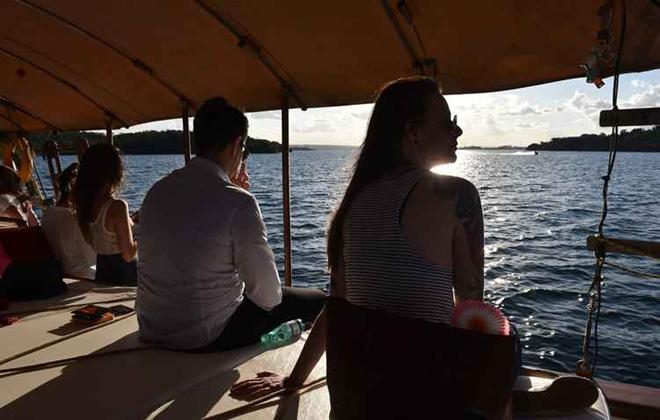 Vale tudo: desde alugar lanchas e escunas para singrar as praias do litoral até entrar em um barco de madeira numa cidadezinha sossegada. Foto: Zuleika de Souza/CB/D.A. Press