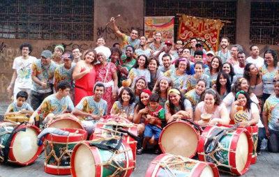Grupo percussivo Maracaatômico lidera homenagens ao orixá Ogum, neste sábado, a partir das 19h, no Bairro do Recife. Foto: Facebook/Reprodução