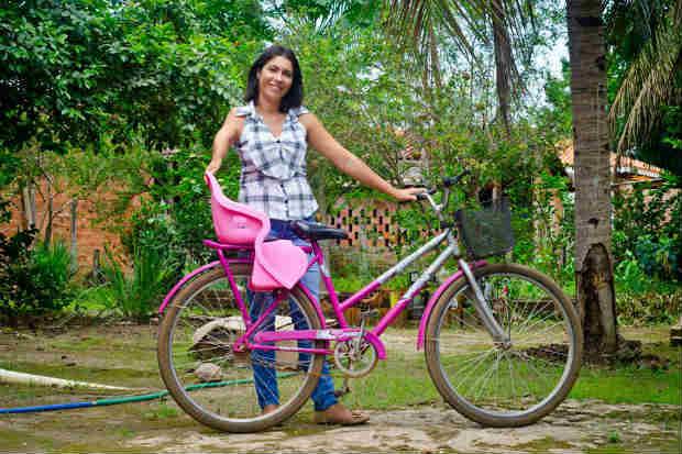 Gisele Aparecida Alves, de Itapuã do Oeste, em Rondônia, é uma das brasileiras registradas no projeto Transite. Foto: Felipe Baenninger