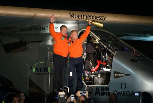 Os suíços Bertrand Piccard e Andre Borschberg se alternam como pilotos do Solar Impulse 2. Foto: Josh Edelson /AFP Photo