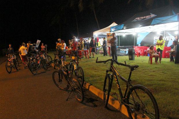Ponto de apoio e de convivência oferece serviços gratuitos de manutenção para as bicicletas, água e frutas. Foto: Divulgação