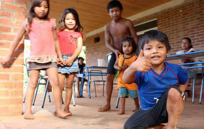 Em meio aos luxuosos hotéis, uma aldeia abriga comunidades indígenas. A experiência é uma aula de história. Foto: Renato Alves/CB/D.A. Press