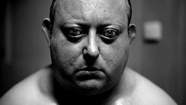 Filme contém cenas de tortura e pressão psicológica. Foto: Dix/Reprodução