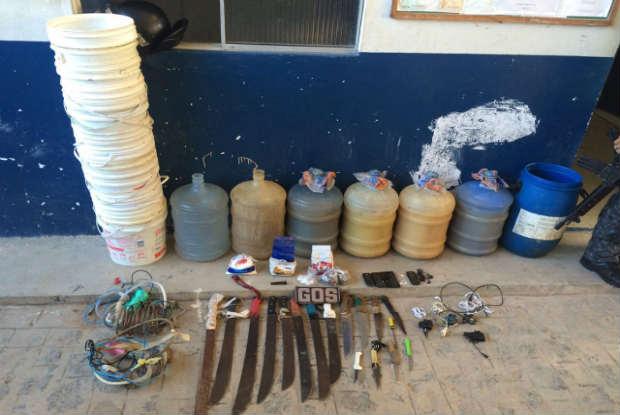 Diversos materiais ilícitos foram encontrados na Penitenciária Barreto Campelo. Foto: Seres/Divulgação.