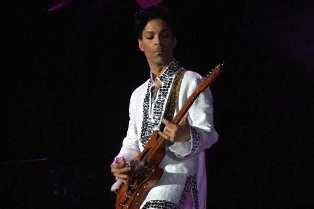 Em quase 40 anos de carreira, Prince gravou clássicos como When doves cry e Kiss. Foto: YouTube/Reprodução