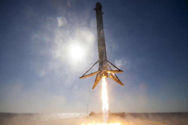 Pouso bem sucedido ocorreu depois de trÊs tentativas falhas. Foto: Divulgação/SpaceX